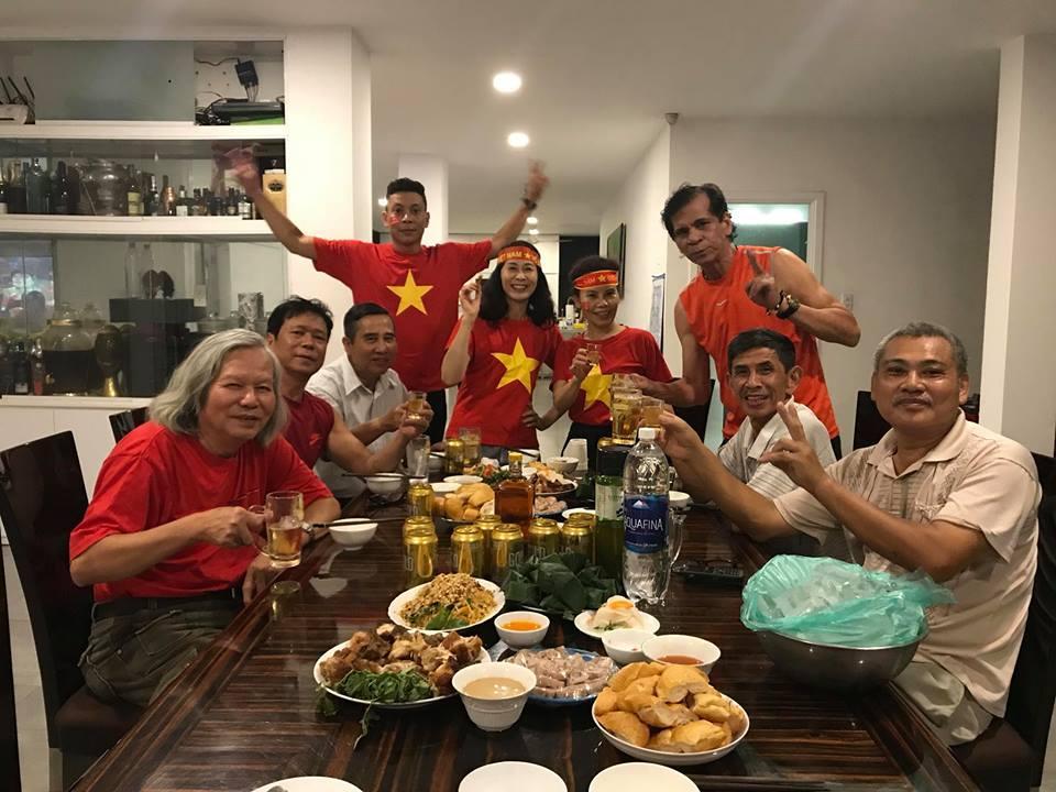 Kim Lý cùng gia đình Hồ Ngọc Hà ăn mừng đội tuyển Việt Nam vô địch trong biệt thự triệu đô-5