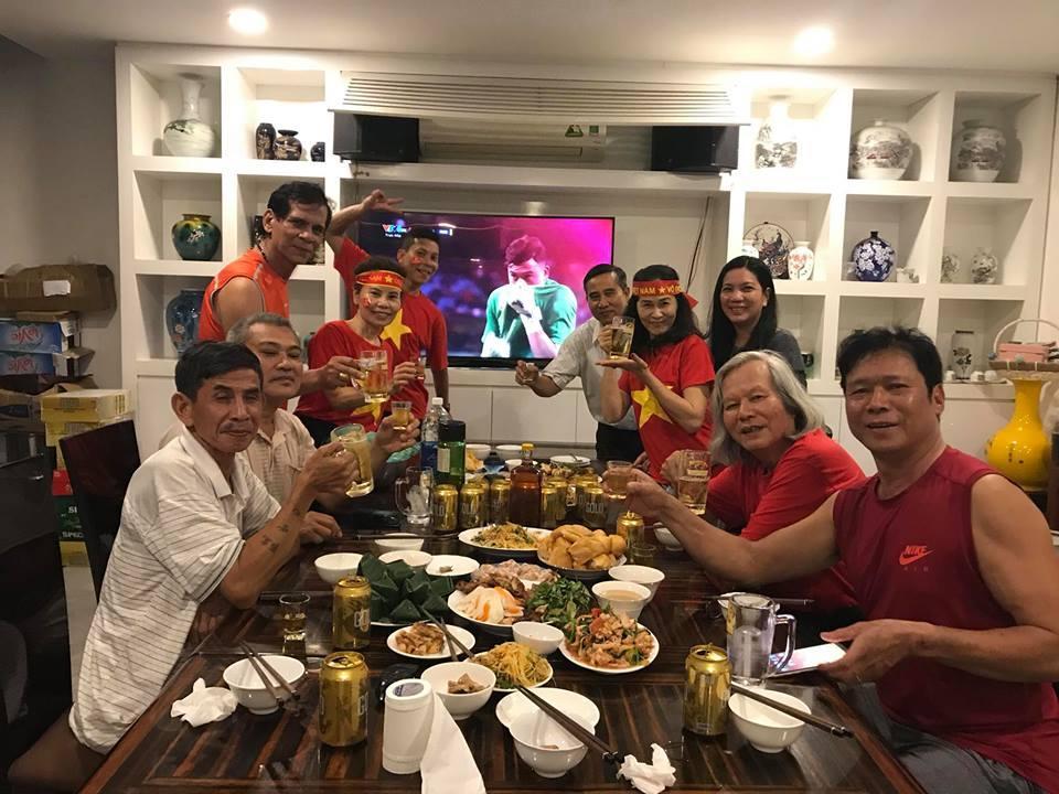 Kim Lý cùng gia đình Hồ Ngọc Hà ăn mừng đội tuyển Việt Nam vô địch trong biệt thự triệu đô-6