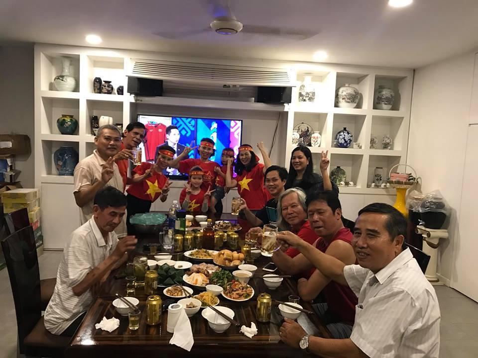 Kim Lý cùng gia đình Hồ Ngọc Hà ăn mừng đội tuyển Việt Nam vô địch trong biệt thự triệu đô-8