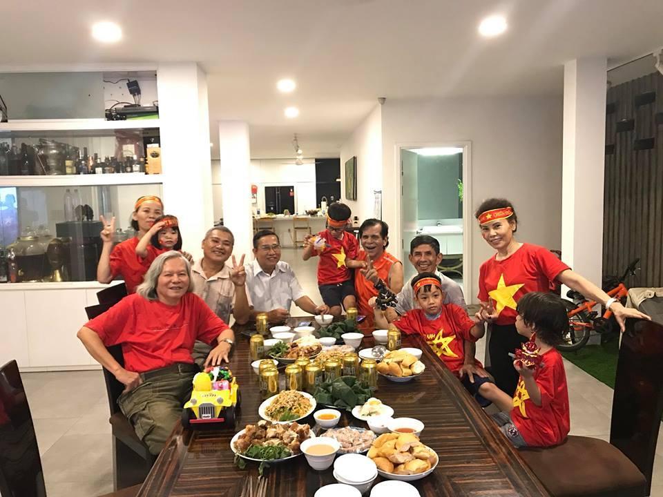 Kim Lý cùng gia đình Hồ Ngọc Hà ăn mừng đội tuyển Việt Nam vô địch trong biệt thự triệu đô-9