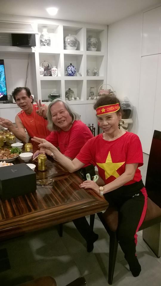 Kim Lý cùng gia đình Hồ Ngọc Hà ăn mừng đội tuyển Việt Nam vô địch trong biệt thự triệu đô-15