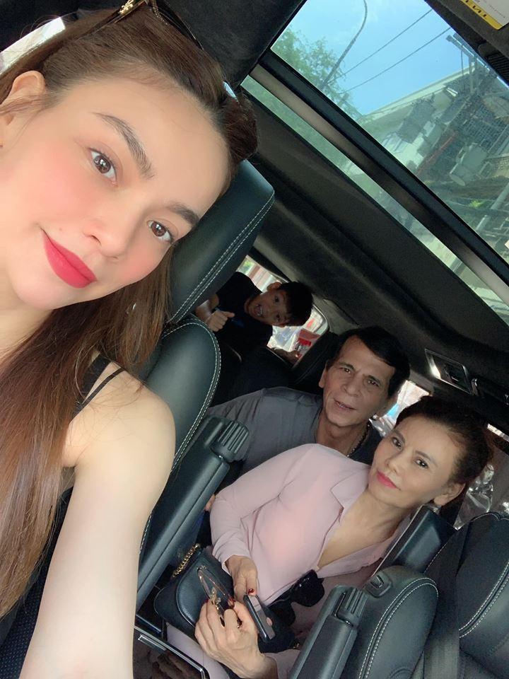 Kim Lý cùng gia đình Hồ Ngọc Hà ăn mừng đội tuyển Việt Nam vô địch trong biệt thự triệu đô-16