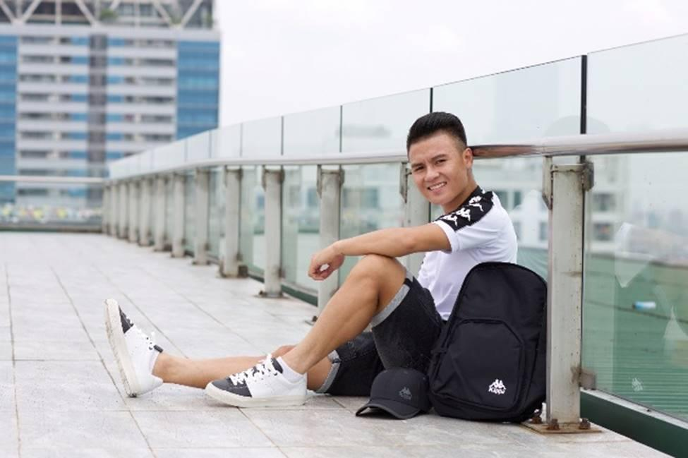 Quang Hải và thời trang đồ đôi giản dị cùng bạn gái hot girl-3