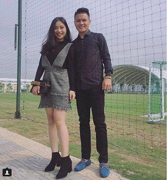 Quang Hải và thời trang đồ đôi giản dị cùng bạn gái hot girl-7