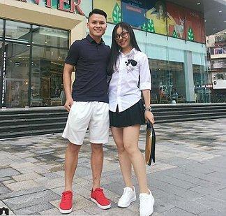 Quang Hải và thời trang đồ đôi giản dị cùng bạn gái hot girl-9