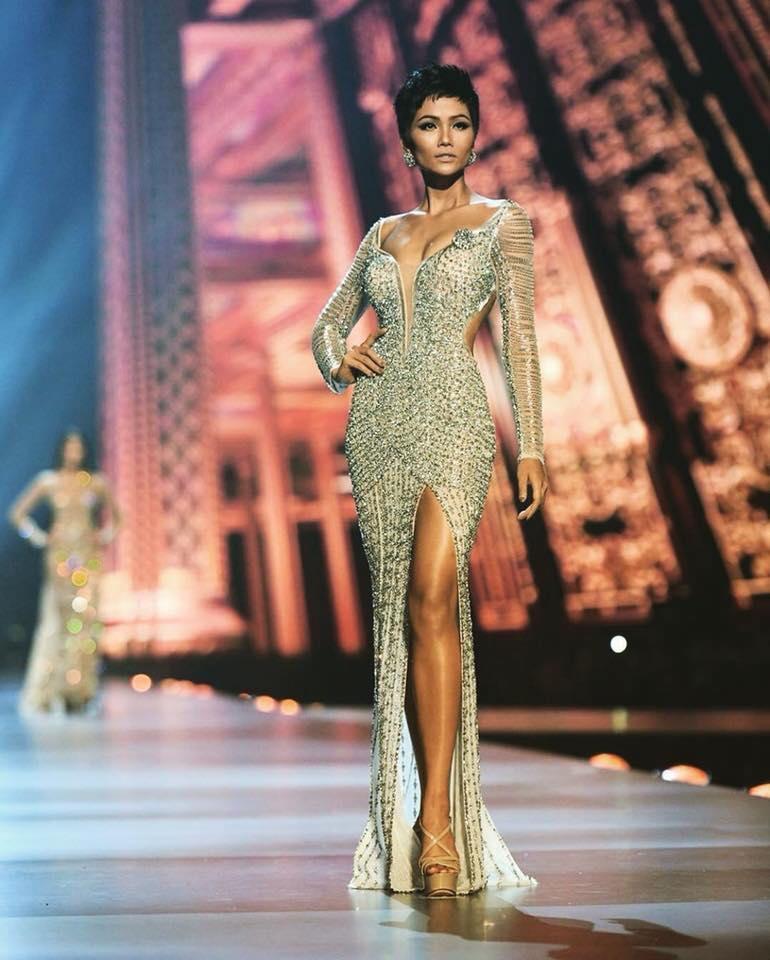 HHen Niê trượt top 3 Miss Universe 2018, dân mạng đồng loạt xướng tên và truy tìm info của biên dịch viên nói không sõi-2