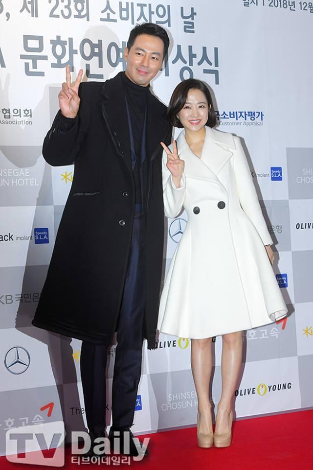 Cặp đôi đũa lệch Park Bo Young - Jo In Sung đẹp đôi trên thảm đỏ-1