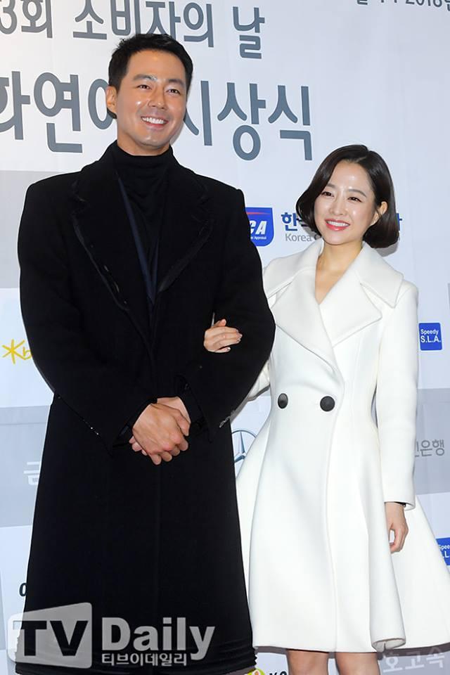 Cặp đôi đũa lệch Park Bo Young - Jo In Sung đẹp đôi trên thảm đỏ-2