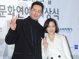 'Cặp đôi đũa lệch' Park Bo Young - Jo In Sung đẹp đôi trên thảm đỏ