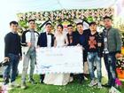 Ăn cưới bạn thân, nhóm thanh niên trao chiếc phong bì khổng lồ khiến ai cũng 'mắt tròn mắt dẹt'