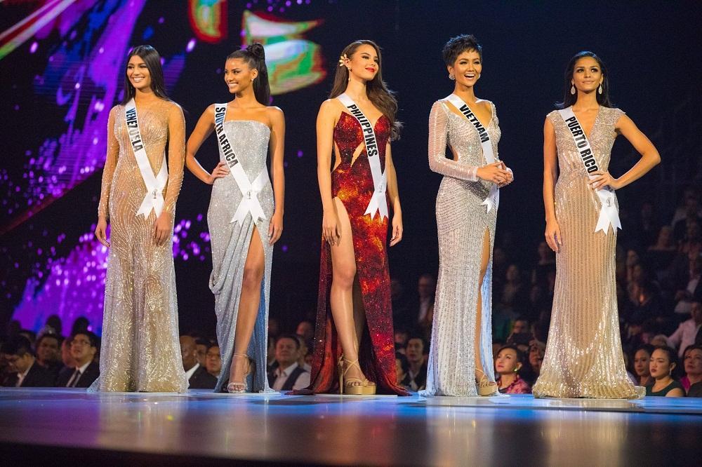 Rò rỉ bảng điểm Miss Universe 2018: HHen Niê hạng nhất nhiều phần thi, trượt Á hậu chỉ trong gang tấc?-1