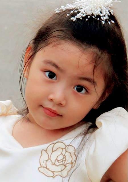 Vợ MC Quyền Linh tiếp tục khoe ảnh cận mặt con gái, dân mạng tấm tắc: Chấm điểm 10 vì góc chụp nào cũng xinh hoàn hảo-10