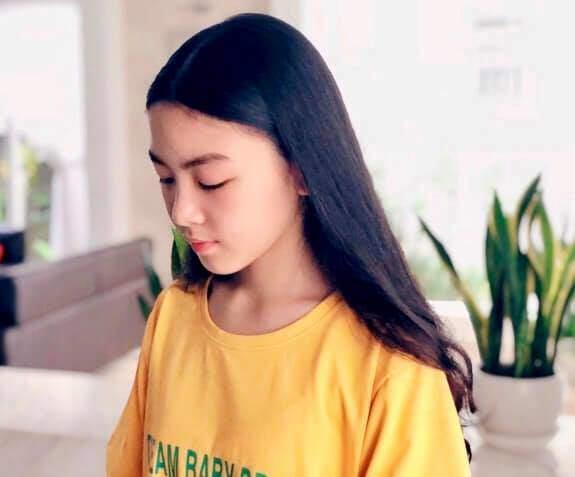 Vợ MC Quyền Linh tiếp tục khoe ảnh cận mặt con gái, dân mạng tấm tắc: Chấm điểm 10 vì góc chụp nào cũng xinh hoàn hảo-7