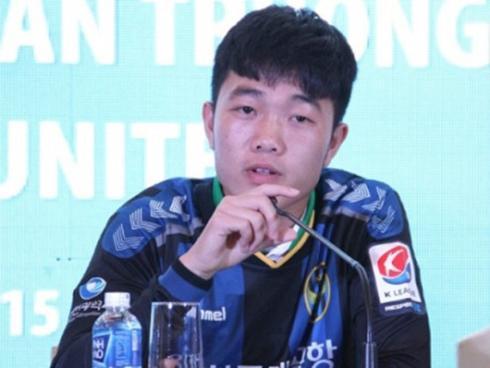 GÓC HÀI HƯỚC: Xuân Trường - Văn Thanh đại náo mạng xã hội khi thập thò dưới gầm bàn khoe tài ca hát-1