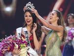 ĐIỀM BÁO: 11 năm trước, mẹ ruột đã mơ thấy Catriona Gray mặc váy đỏ đăng quang Hoa hậu Hoàn vũ