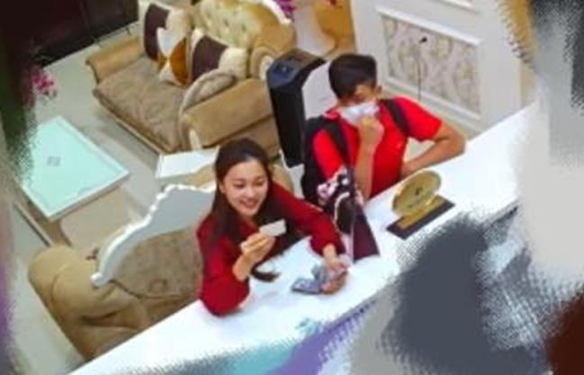 Mẹ vừa bác bỏ tin đồn hẹn hò, Phan Văn Đức và Ngọc Nữ đã bị lộ ảnh cùng nhau check-in khách sạn?-1