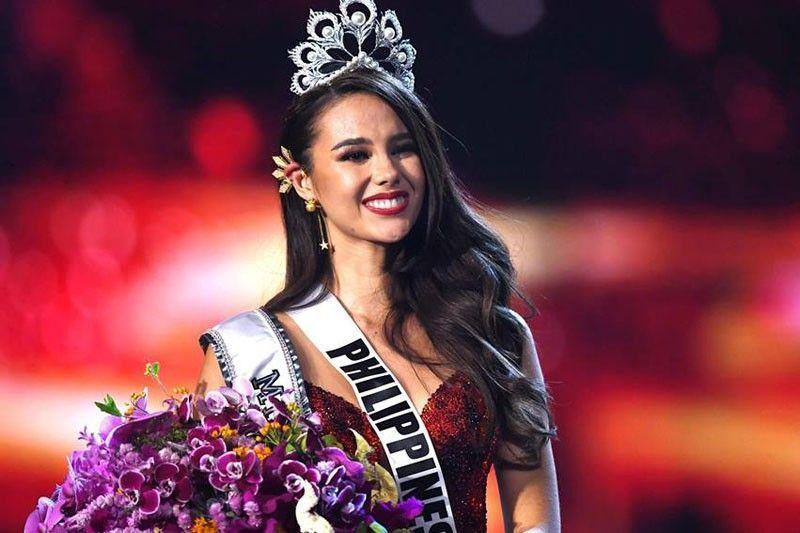 ĐIỀM BÁO: 11 năm trước, mẹ ruột đã mơ thấy Catriona Gray mặc váy đỏ đăng quang Hoa hậu Hoàn vũ-6
