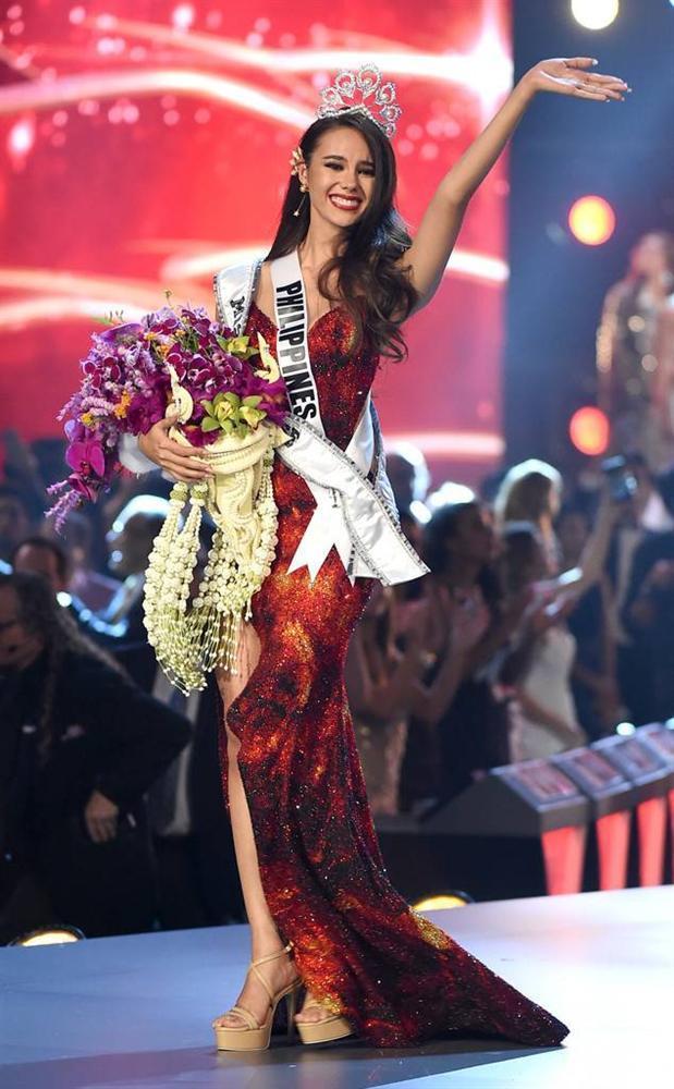 ĐIỀM BÁO: 11 năm trước, mẹ ruột đã mơ thấy Catriona Gray mặc váy đỏ đăng quang Hoa hậu Hoàn vũ-3