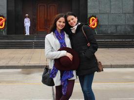 Tân Miss Universe nhiều lần đến Việt Nam, thích nhất món nem cua bể Hà Nội