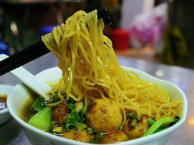 Tiệm mì cá viên cà ri và tiệm hủ tiếu 3 đời của người Hoa ở Sài Gòn