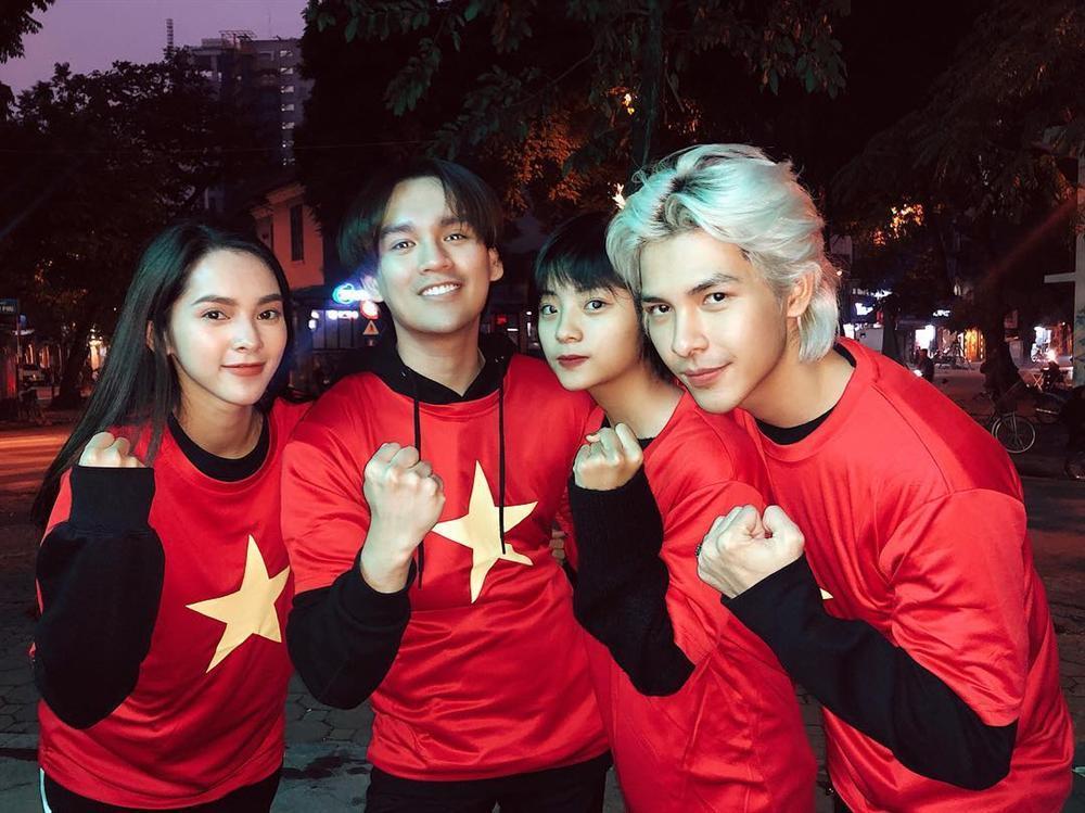 Ngân 98 bán nude mừng tuyển Việt Nam vô địch AFF Cup nổi bật nhất STREET STYLE tuần qua-4