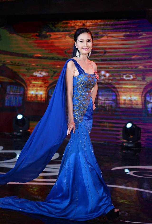 Đội tóc giả nhưng mỹ nhân có mái tóc đẹp nhất Hoa hậu Việt Nam 2014 Nguyễn Thị Hà vẫn rạng rỡ trong ngày đại hỉ-7