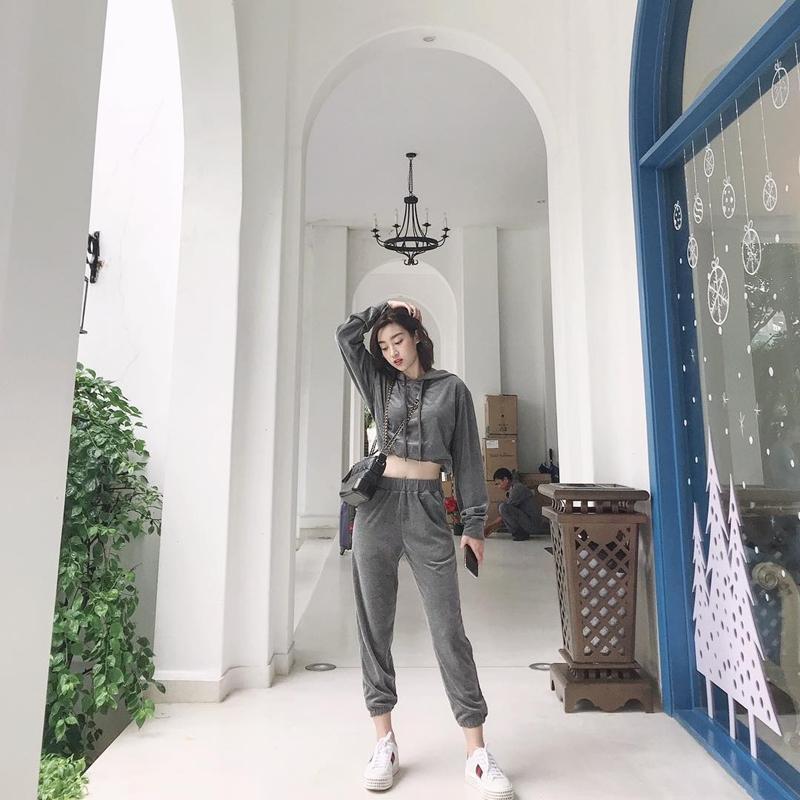 STREET STYLE sao Việt: Thanh Hằng diện áo tắm nóng bỏng - Hòa Minzy níu giữ thanh xuân với style học sinh-1
