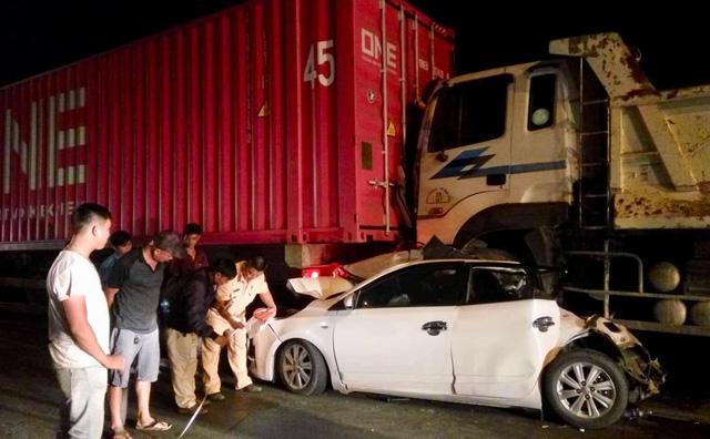 TPHCM: Container bị nổ bình khí, mất phanh, gây tai nạn liên hoàn-1