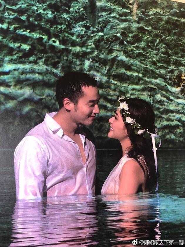 Chung Hân Đồng tiết lộ bộ ảnh cưới chụp dưới nước đẹp như mỹ nhân ngư hiếm ai sánh bằng-1