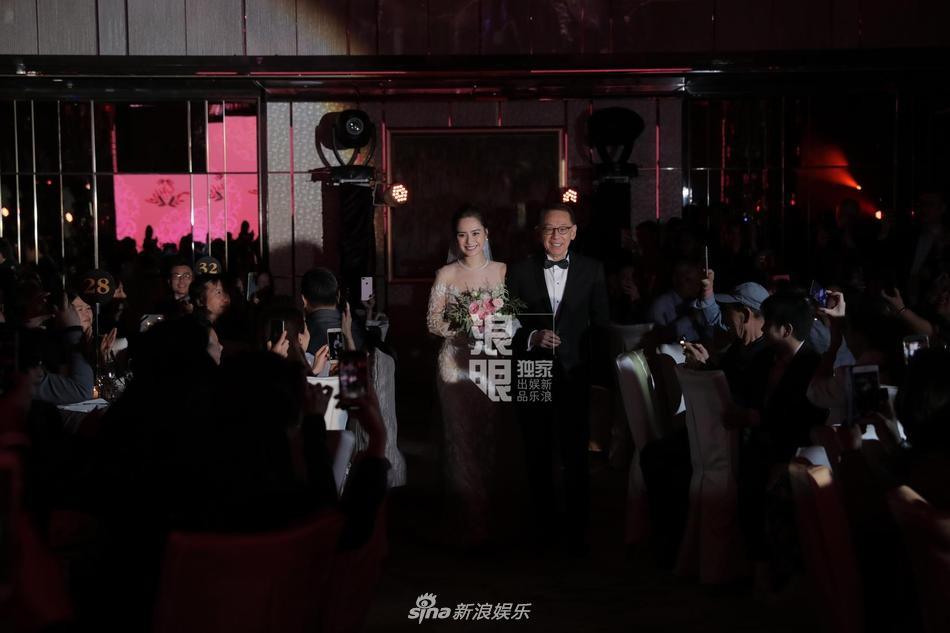 Chung Hân Đồng tiết lộ bộ ảnh cưới chụp dưới nước đẹp như mỹ nhân ngư hiếm ai sánh bằng-12