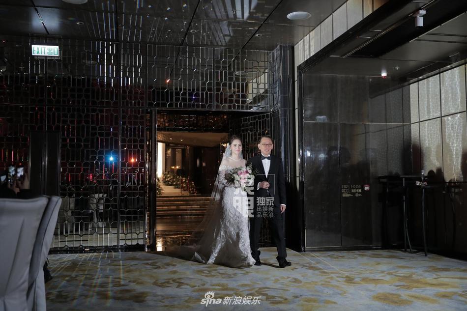 Chung Hân Đồng tiết lộ bộ ảnh cưới chụp dưới nước đẹp như mỹ nhân ngư hiếm ai sánh bằng-14