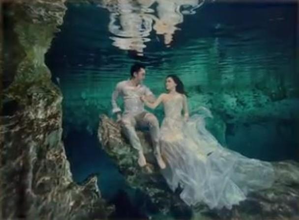 Chung Hân Đồng tiết lộ bộ ảnh cưới chụp dưới nước đẹp như mỹ nhân ngư hiếm ai sánh bằng-2