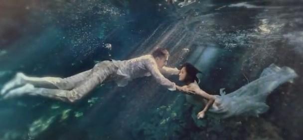 Chung Hân Đồng tiết lộ bộ ảnh cưới chụp dưới nước đẹp như mỹ nhân ngư hiếm ai sánh bằng-3