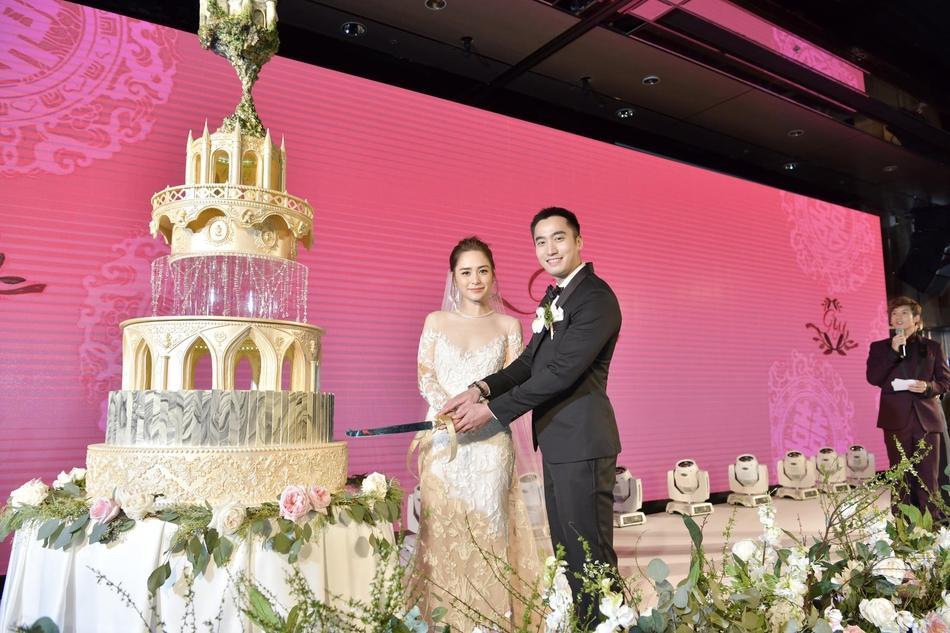 Chung Hân Đồng tiết lộ bộ ảnh cưới chụp dưới nước đẹp như mỹ nhân ngư hiếm ai sánh bằng-9