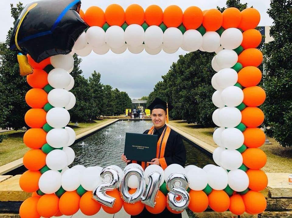 Danh hài Hoài Linh lần đầu tiên công khai khoe con trai ruột bảnh bao, tốt nghiệp Đại học danh tiếng ở Mỹ-2