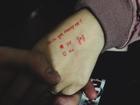 Màn cầu hôn tiết kiệm nhất năm: Dùng bút hí hoáy vài dòng mà vẫn thừa sức làm xiêu lòng bạn gái