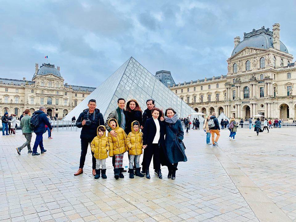 Hồ Ngọc Hà đưa gia đình xuất ngoại tới quê hương người tình Kim Lý đón Noel-1
