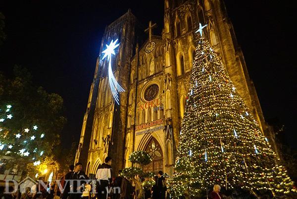 Clip khách Tây cảm nhận Giáng sinh ở Việt Nam: Nóng, đẹp, náo nhiệt-1