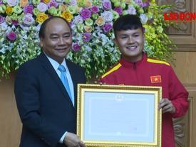 Quang Hải vinh dự được Thủ tướng trao Huân chương Lao động hạng Nhì