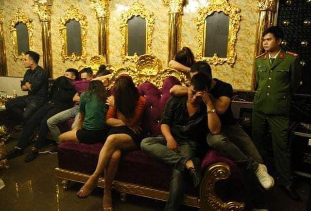 Cán bộ ngân hàng, kiểm lâm, giáo viên sử dụng ma tuý trong quán karaoke-2