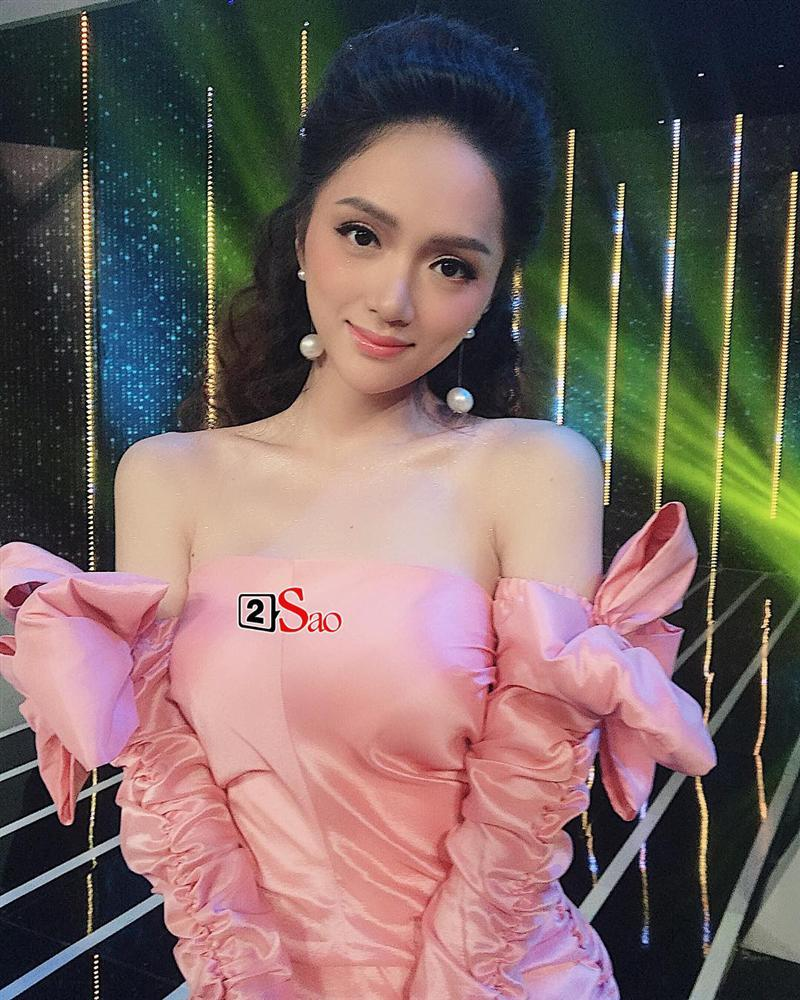 Hương Giang Idol lộ ngực méo mó trong hậu trường chụp ảnh chuẩn bị Miss International Queen 2019-4