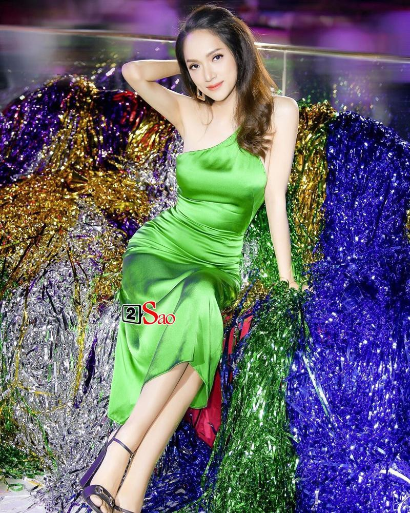 Hương Giang Idol lộ ngực méo mó trong hậu trường chụp ảnh chuẩn bị Miss International Queen 2019-8