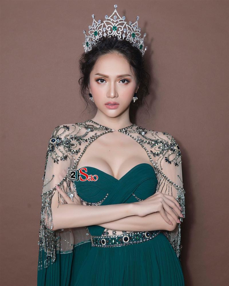 Hương Giang Idol lộ ngực méo mó trong hậu trường chụp ảnh chuẩn bị Miss International Queen 2019-6