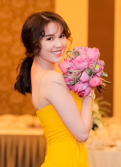 Hòa Minzy phẫu thuật hỏng - Ngọc Trinh đổi tiền lấy vai: 2 tin đồn cân sức cạnh tranh vị trí hot nhất tuần qua-5