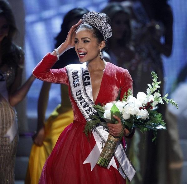 Đoạn trường 1 thập kỷ Hoa hậu Hoàn vũ: Chưa nhan sắc nào hạ nổi đại mỹ nhân đăng quang trên đất Việt-12