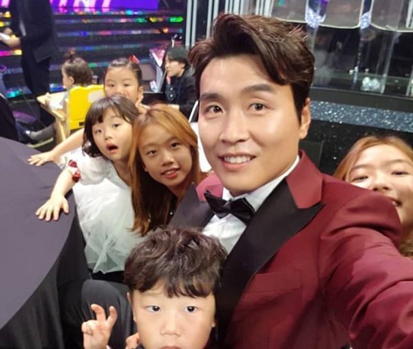 Goo Hye Sun - Ahn Jae Hyun đăng ảnh đáng yêu, Jang Nara - Park Shin Hye khoe tạo hình mới trong phim-14