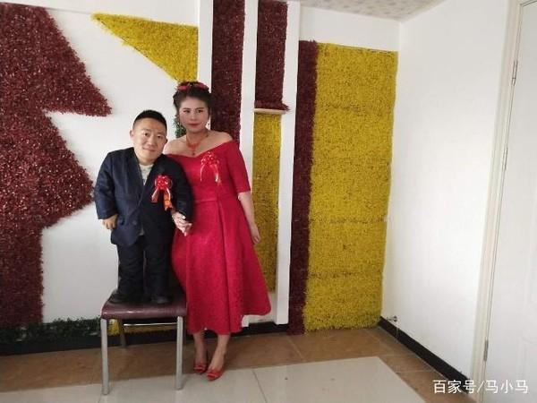 Đám cưới của cô dâu cao 1,6m và chú rể 90cm gây xôn xao mạng xã hội-2