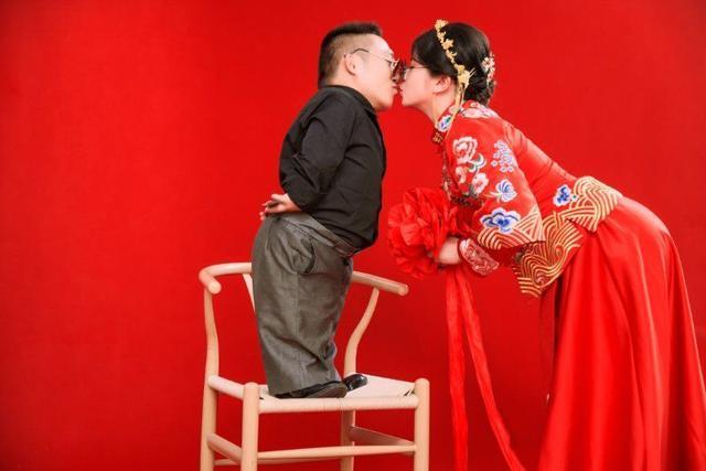 Đám cưới của cô dâu cao 1,6m và chú rể 90cm gây xôn xao mạng xã hội-4