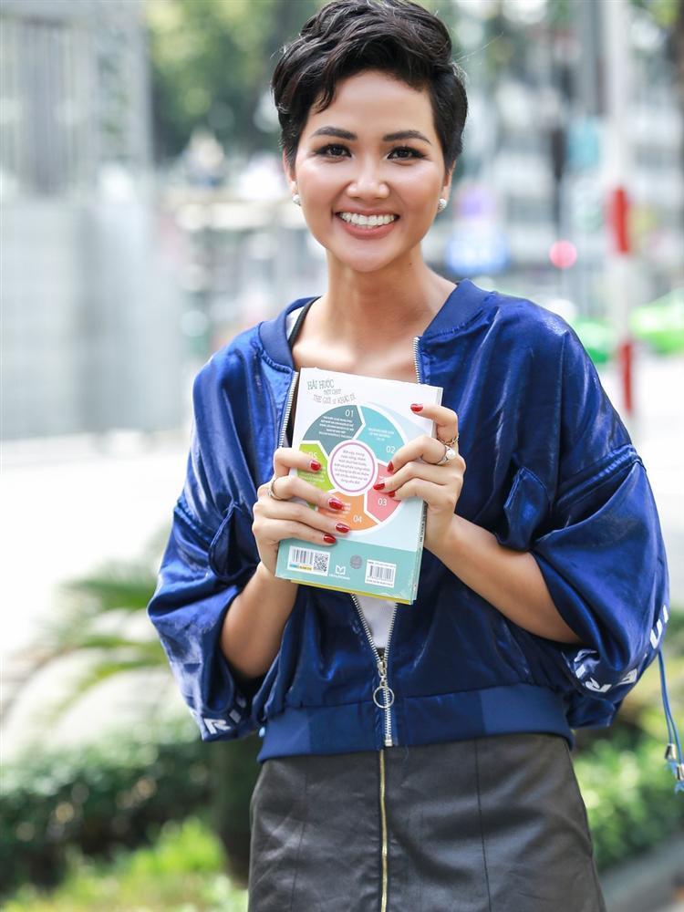 Đằng sau chiến lược hàng tỷ đồng đưa HHen Niê vào Top 5 Miss Universe-6