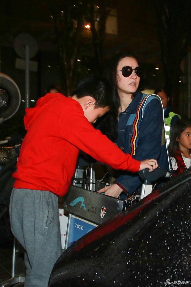 Rộ tin Tạ Đình Phong chia tay Vương Phi, quay lại với vợ cũ sau khi biết Trương Bá Chi sinh con thứ 3-2